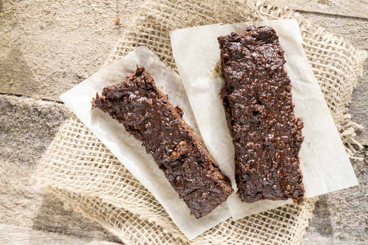 no bake chocolate peanut butter protein bars - Smart Nutrition
